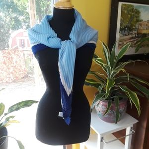Scarf Blue/White open pleated